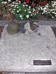 Denkmal des unbekannten Deserteurs - Denkmal, Grab, Deserteur, Soldat, Soldaten, Krieg, Wehrmacht, Helm, 2 Weltkrieg