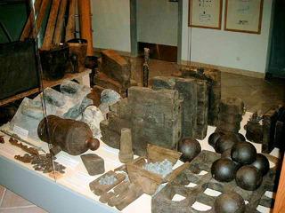 Munition eines 1811 gesunkenen Schiffes - Munition, Kanone, Kanonenkugeln, Schiff, Schiffswrack, Fund, Museum, Kugel