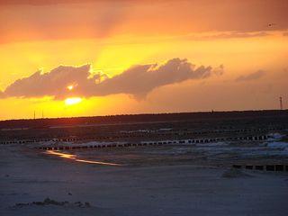 Sonnenuntergang #3 - Sonne, Sonnenuntergang, Küste, Meer, Ostsee, Wasser, Wellen, Abend, Nacht, Meditation, Erzählanlass, Kalenderbild, kitschig, beruhigend, Bune, Landbefestigung, Schreibanlass, Schaumkronen, Strand, Sand
