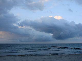 Gewitter im Anzug! - Abend, Wolken, Gewitter, Regen, blau, wolkig, dunkel, Ostsee, Meer