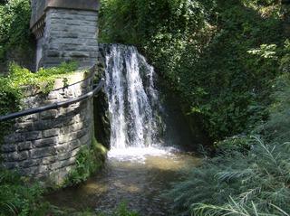 Wasserfall - Wasserfall, Wasser, Stadtgraben, Überlingen, Stadtmauer