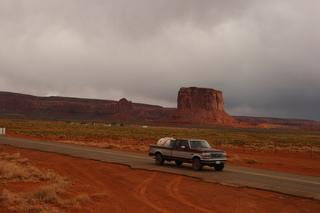 Monument Valley #2 - Vereinigte Staaten, Grenzgebiet Utah zu Arizona, Colorado Plateau, Navajo-Nation-Reservation, Tafelberge, Sandstein