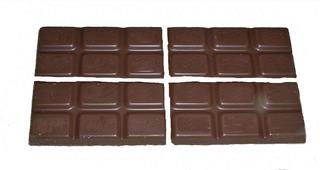 Bruchrechnung mit Schokolade #5 - Schokolade, Tafel, braun, süß, naschen, Stücke, Naschwerk, lecker, Bruch, Bruchrechnen, Teil, Teile, teilen, aufteilen, Brüche, Bruchteile, Bruchrechnung, Viertel, vier.