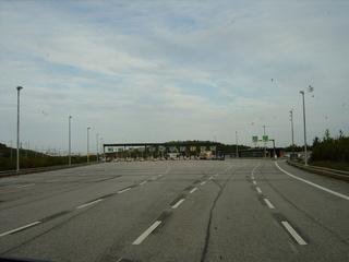 Mautstation - Maut, Mautstation, Wegzoll, Gebühr, Nutzung, Straßennutzung, Straßenbenutzungsgebühr, Autobahn, Schnellstraße, mehrspurig