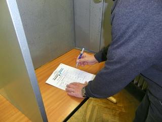Wahlen, wählen - Wahl, Bundestagswahl, wählen, Stimmzettel, Politik, Demokratie, geheim, öffentliche Auszählung, Bundestag, Landtag, Wahlkabine