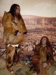 Neandertaler Paar - Neandertaler, Kleidung, Fellbekleidung, Altsteinzeit