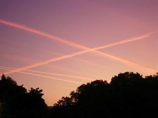 Kondensstreifen - Luftfahrt, Kondensstreifen, Physik, Metereologie, Wolke, Wolkenbildung, Düsenflugzeug, Taupunkt, resublimieren, kondensieren, Luftfeuchtigkeit, Zustandsänderung, Wasserdampf