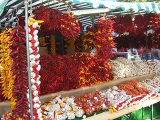 Paprika und Knoblauch - Paprika, Knoblauch, Gemüse, Gewürze, Markt, Ernährung, Landwirtschaft, Ungarn, rot