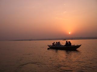 Sonnenaufgang am Ganges - Ganges, Benares, Varanasi, Sonnenaufgang, Boot, Morgenstimmung, Dämmerung, Indien, Fluss