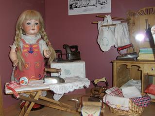 Puppenbügelzimmer - Puppe, Puppen, Spielzeug, Bügeleisen, Wäsche, Puppenmöbel, alt, spielen, Spielzeug, Spiel