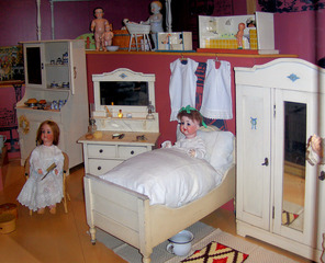 Puppenschlafzimmer - Puppe, Puppen, Kinderzimmer, Bett, alt, schlafen, krank, Kindermöbel, Schrank, spielen, Spielzeug, Spiel