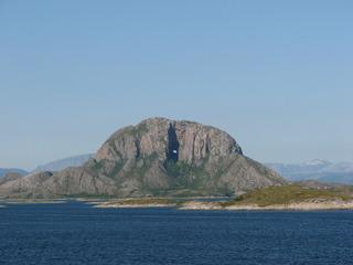 Torghatten - ein Berg mit Loch an der Küste Norwegens - Torghatten, Berg, Norwegen, Loch, Märchen, Sage, Magie, Schären