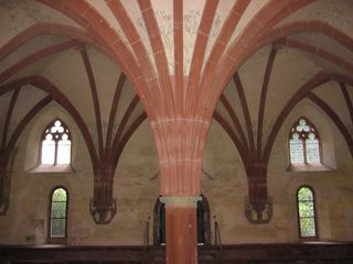 Mittelpfleiler Kloster Eberbach - Rundbogen, romanisch, Kloster, Kapitel, Säule, Stützpfeiler, Pfeiler