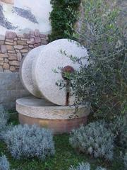 Mahlsteine zur Herstellung von Olivenöl - Olivenöl, Italien, Oliven, Mühle, Lebensmittel, Öl, Ölherstellung, Reibung, Druck, pressen