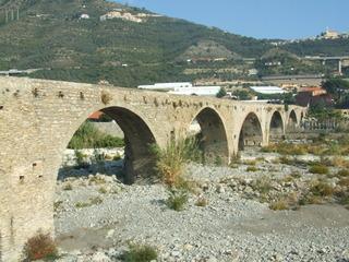 Brücke aus dem Mittelalter - Brücke, Mittelalter, Architektur, Rundbogen, Italien, Straßenbau