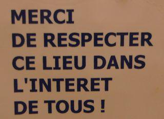Hinweis in französischer Toilette - Hinweis, Schild, Sauberkeit, Toilette