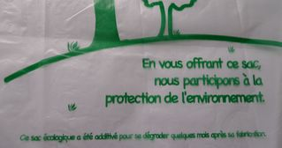 Aufschrift  französischer Plastikbeutel #2 - biodégradable, Plastik, Plastikbeutel, sachet, plastique, Umwelt, Ökologie