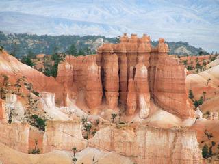 Bryce Canyon #8 - Wüste, Felsnadel, Hoodoo, Nationalpark, Naturwunder, Utah, Sandstein, Kalk, Basalt, Geologie, Gestein, Felsen, USA, Landschaft, Südwesten, Colorado-Plateau, Eisenoxid, Manganoxid, Wüstenklima, Erosion, Sediment, Farbenspiel, Formenspiel