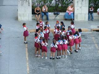 Kubanische Schulkinder - Kuba, Schulkinder, Schuluniform, Uniform, Schule, Schüler, Kinder, Gruppe, Pause, Schulhof