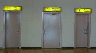 Toiletteneingänge - Hinweisschild türkisch - man, woman, disabled, bay, bayan, engelli