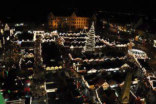 Erfurter Weihnachtsmarkt - Weihnachten, Weihnachtsmarkt, Markt, Stand, Stände, Buden, Licht, Beleuchtung, festlich, dunkel, Lichterkette, Vogelperspektive, Erfurt, Thüringen