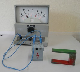 Induktionspannung - Physik, Induktion, Spannung, Spule, Magnetfeld, Elektrisches Feld, induzierte Spannung, Induktionsspannung, Magnet, Hufeisenmagnet, Messgerät