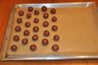 Kakaokugeln # 5 - backen, Bäckerei, Weihnachten, Beschreibung, Vorgang, Vorgangsbeschreibung, Rezept, Zutaten, zubereiten, Zubereitung, Kugel, Teig, Blech, Backblech, Backpapier