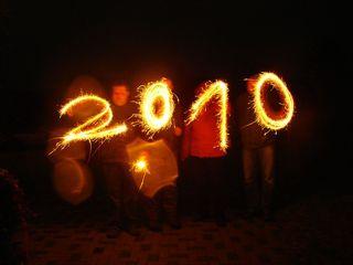 2010 - Wunderkerze, Funken, Feuerwerk, brennen, leuchten, anzünden, sprühen, Silvester, Neujahr, Jahreswechsel, Licht, 2010, Sternchenfeuer, Sprühkerze, Spritzkerze, Sternspritzer, Sternwerfer, Sternspucker, Sternsprüher, Sternensprüher, Sternenspritzer