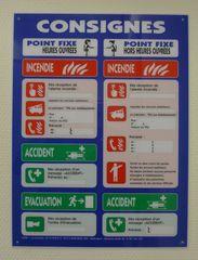 Hinweisschild - Vorsichtsmaßnahmen ergreifen - Hinweisschild, Unfall, Brand, Evakuierung, accident, incendie, evacuation