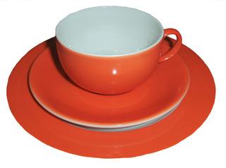Geschirr: Frühstücksgedeck - Geschirr, Gedeck, Frühstück, Teller, Tasse, Untertasse, rot, weiß, Kaffeetasse, Teetasse, trinken, frühstücken