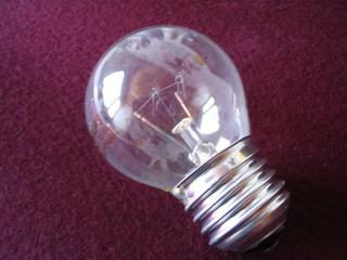 Glühlampe - Glühbirne, Glühlampe, Glühlicht, Lichtquelle, Beleuchtung, Schraubsockel, Glühfaden, Glühwendel, Glaskolben, Licht, elektrischer Leiter, thermische Strahlung, Wärmeleitung, Gas, Elektrizität, Strom, Stromkreis, Physik, Glas