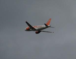 Flugzeug #1 - Flugzeug, Linienmaschine, fliegen, verreisen, Urlaub, Auftrieb
