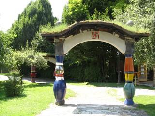Hundertwasser-Torbogen in Bärnbach - Hundertwasser, Swastika, Torbogen, Bärnbach