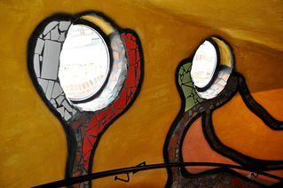 Hundertwasserturm # 14 - Turm, Hundertwasserturm, Kuchlbauer, Kuchlbauer-Turm, Abensberg, Bayern, Hallertau, Bier, Weißbier, Hopfen, Weizen, Gerste, Wasser, Brauerei, Aussichtsturm, Kugel, Gold, bunt, Säule, Fenster, Fensterrecht, Spirale, Hundertwasser, Friedensreich, Stowasser, Dunkelbunt, Regentag