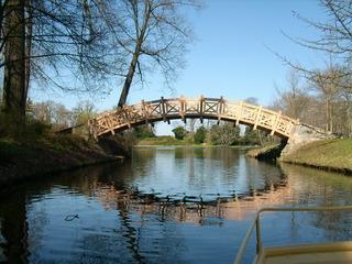 Chinesische Brücke im Wörlitzer Park - Brücke, weiße Brücke, Stufenbrücke, Spiegelung