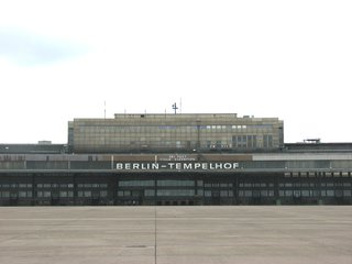 Flughafen Tempelhof - Gebäude - Tempelhof, Flughafen, Gebäude, Verkehrsflughafen