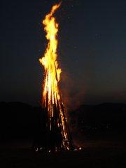 Sonnwendfeuer - Feuer, brennen, Sonnenwende, Sommeranfang, Gebräuche, Holzstapel, Flamme, lodern verbrennen