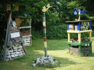 Insektenhotel #1 - Insektenhotel, Insekten, Wildbienen, Bienenhotel, Wespen, Bruthilfe, Höhlung, Nisthilfe, Überwinterungshilfe, Insektenhaus, Insektenschutz, Nistkästen, Vogelhaus, Naturmaterial