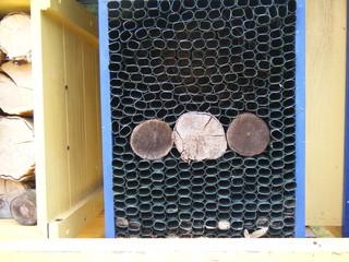 Insektenhotel #2 - Insektenhotel, Insekten, Wildbienen, Bienenhotel, Wespen, Bruthilfe, Höhlung, Nisthilfe, Überwinterungshilfe, Insektenhaus, Insektenschutz, Nistkästen, Vogelhaus, Naturmaterial