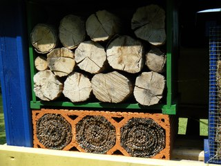Insektenhotel #3 - Insektenhotel, Insekten, Wildbienen, Bienenhotel, Wespen, Bruthilfe, Höhlung, Nisthilfe, Überwinterungshilfe, Insektenhaus, Insektenschutz, Nistkästen, Vogelhaus, Naturmaterial