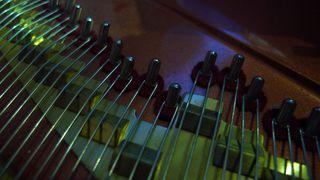 Klaviersaiten  #4 - Klavier, Saiten, Instrument, Musik, Akustik, Ton, Töne, Tastenisntrument