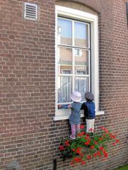 Fenstergucker - Fenster, gucken, fensterln, Besuch, neugierig, Fensterbank, Puppen