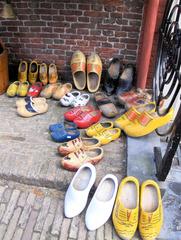 Holländische Klompen - Klompen, Schuhe, Schuh, Holzschuh, Holzschuhe, Kleidung, Tradition, Holland, Niederlande, Paar, zwei, bunt, Holz, Norddeutschland, ostfriesisch, Klumpen