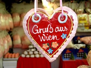 Lebkuchenherz - Wien, Herz, Lebkuchen, Zuckerguss, bunt, süß, Süßigkeiten, Souvenir, Österreich, essen, mitbringen, Urlaub, Nascherei, Andenken