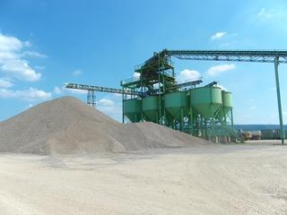 Kiesgrube2 - Sand, Kies, Kiesgrube, Flussablagerungen, Baumaterial, Fluss, Sedimente, Weser, Sieb, Förderband, Silo
