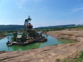 Kiesgrube4 - Sand, Kies, Kiesgrube, Flussablagerungen, Baumaterial, Fluss, Sedimente, Weser, Bagger, Schwimmbagger, Förderband