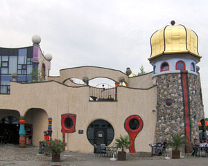 Hundertwasser Markthalle #1 - Hundertwasser, Friedensreich, Schweiz, Kunst, Objekt, Gebäude, Markthalle, Hundertwasserhaus, bunt, Fenster, Turm