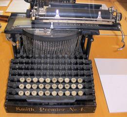 Hermann Hesse Museum Schreibmaschine - Schreibmaschine, schreiben, Tastatur, tippen, Alphabet, Alfabet, mechanisch, Anschlag, Buchstaben, Museum, Hermann Hesse