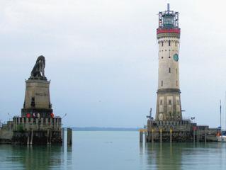 Lindau, Einfahrt in den Hafen - Hafeneinfahrt, Hafen, Lindau, Dreiländereck, Leuchtturm, Bodensee, Schiff, bayerischer Löwe, See, Wasser