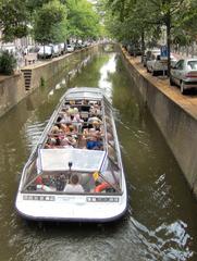 Gracht in Delft #2 - Gracht, Grachtenfahrt, Delft, Niederlande, niederländisch, Holland, Wasser, Wasserweg, Transport, Graben, Kanal, Touristen, Tourismus